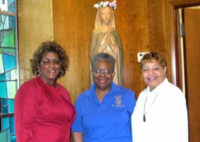 Lorraine, Lucie, Pearl w Blessed Mother